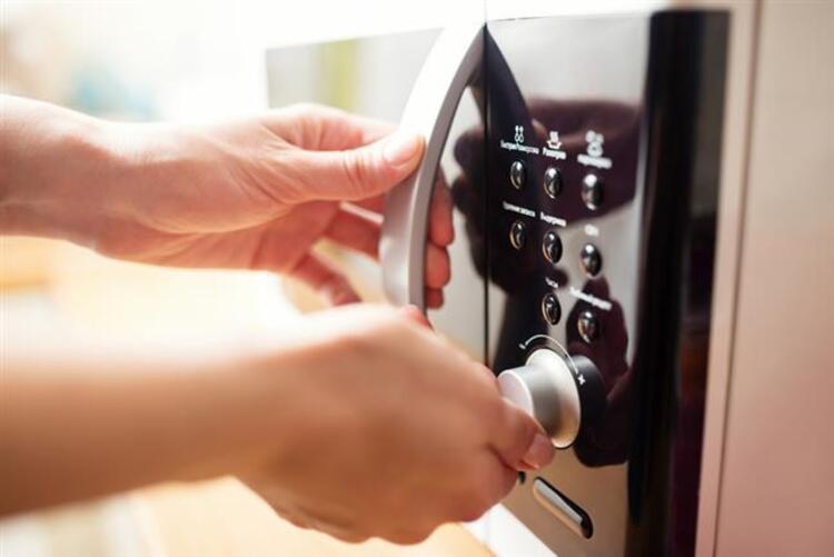 Mikrodalga fırınlarda kullanılan kaplara dikkat edilmeli
