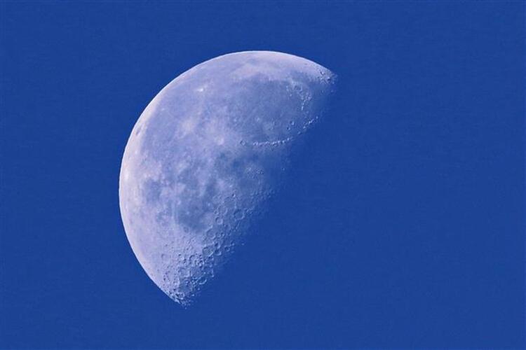 5 Nisan 2019 tarihinde saat 11:45'te Koç burcunda önemli bir yeni ay gerçekleşiyor. Biliyorsunuz ki gökyüzünde gerçekleşen bu etkinlikler bizlere farklı bilinç düzeyleri katarlar. Bizlerde hangi bilinç yapısına sahip olacağımızın fikrini önceden öngörebilirsek ona göre hareket ederek en azından süreci kaliteli bir şekilde yönetebiliriz. Genel anlamda yaşantımızda hızlı başlangıçlar yapmamıza sebep olacak bu yeniay, kişisel hayatlarımızda ne gibi konularda planlı olmamızı söylüyor diye aşağıda belirttik.Öncelikle eğer biliyorsanız yükselen burcunuza göre okuyun daha sonra kendi burcunuza göre de okuyabilirsiniz. Bilmiyorsanız yükselen burcunuzu öğrenmek için mutlaka gayret gösterin. Bunun için ihtiyacınız olan bilgi doğum saatiniz olacaktır.Eğer doğum saatinizde bilmiyorsanız kendi burcunuza göre fikir sahibi olabilirsiniz. Astrolog Aygül Aydın Koç burcunda meydana gelen yeni ayda burçların yapması gereken planları açıkladı İşte Koç burcunda gerçekleşecek yeni ay için burçların yapması gereken planlar...