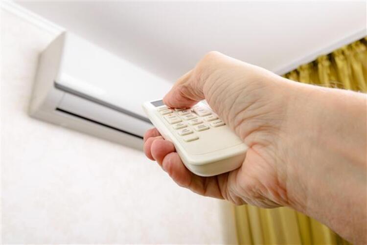 7) Klima havası vücudu kurutarak su kaybına yol açabilir, klimanızı uzun süre çalıştırmayın