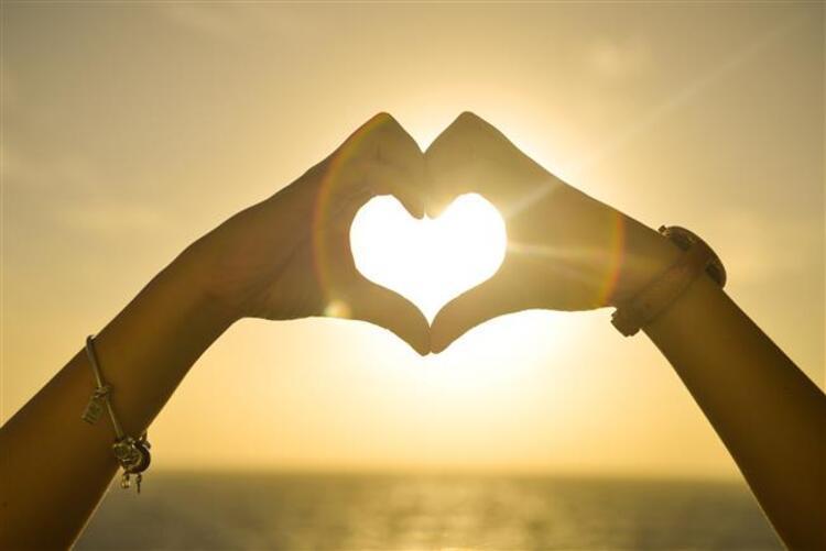 4- İlk görüşte aşka inanırlar