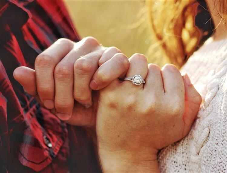 9- Evliliğe önem verirler
