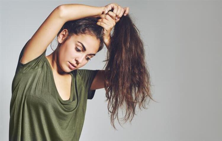 Kadınlar saçlarını sürekli olarak toplu tutmamalı