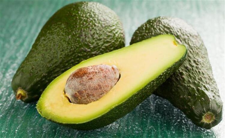 Salatalardan tatlılara, yemeklerden kahvaltılara birçok tarife lezzet katan avokado aynı zamanda oldukça sağlıklı. İŞTE AVOKADO TÜKETMENİZ İÇİN 7 HARİKA NEDEN
