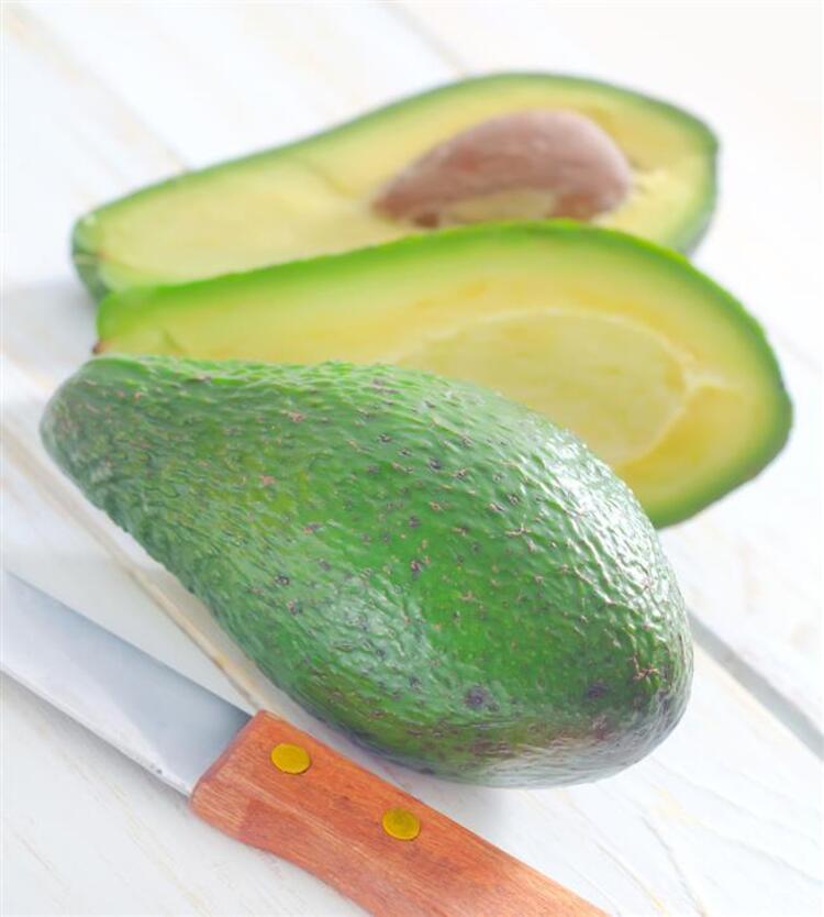 5. Avokado içerdiği sağlıklı yağlar ile kolesterol kontrolü de sağlar.