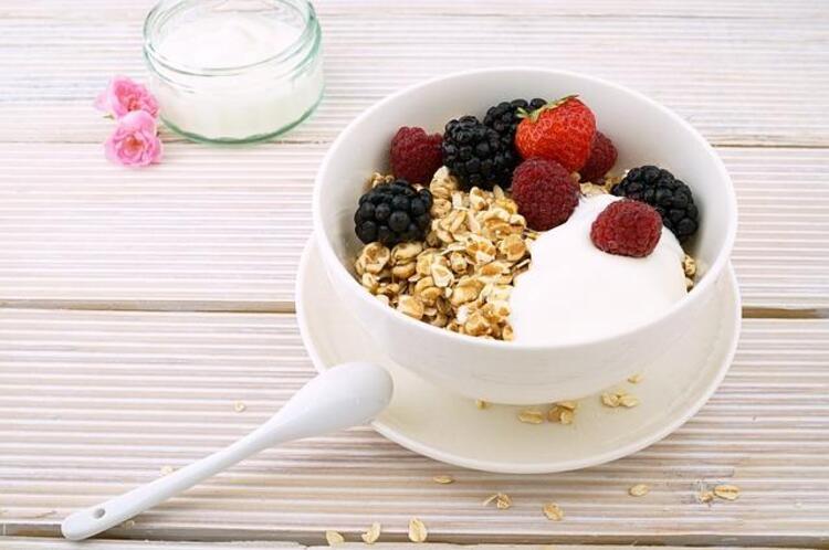 4- Yanlış: Çok düşük kalorili beslenerek fazla kilolarımdan hızla kurtulabilirim