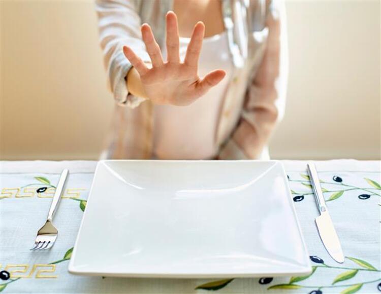 7- Yanlış: Restoranlarda salata yiyerek düşük kalorili beslenmiş olurum