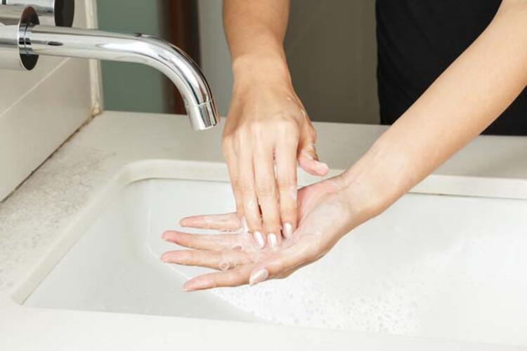 Sıcak su ile el yıkamak