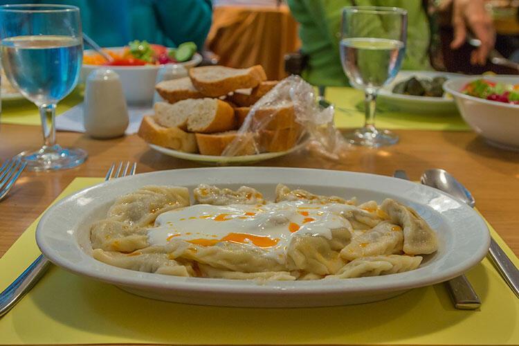 Cevizli ve yoğurtlu Sinop mantısı tarifi