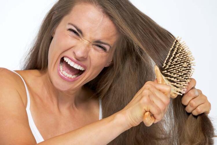 Saçlarınızı yıkamadan önce taramamak