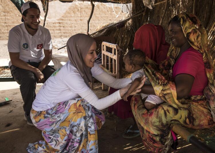 Gamze Özçelik Sudan'da - Son Dakika Magazin Haberi - (11/12)