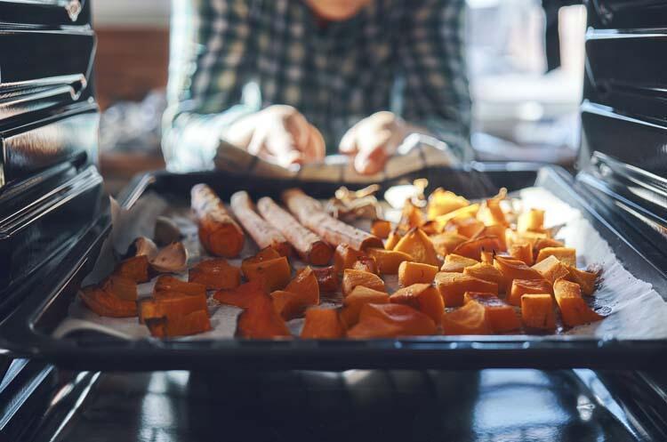 Fırın yemeklerinde yağlı kağıt kullanmıyorsunuz.