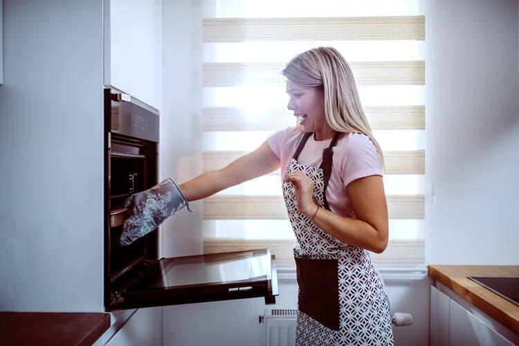 Fırını yeterince ısıtmadan yemekleri pişirmeye çalışıyorsunuz.
