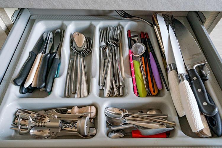 Bıçaklarınızı çekmecede başıboş bırakıyorsunuz.