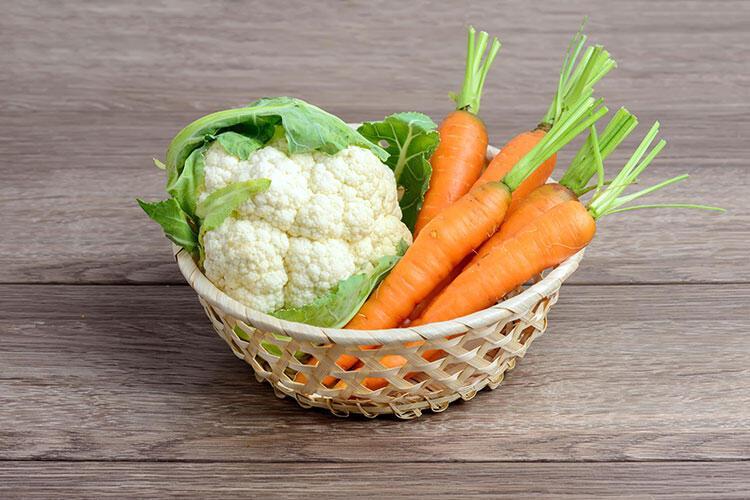 Sebzeleri kurulamadan tencereye alıyorsunuz.