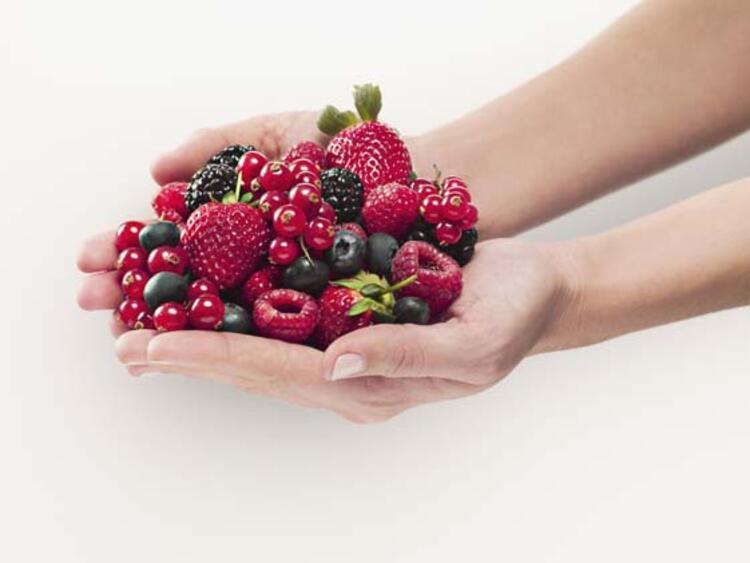 Kırmızı ve mor meyveler