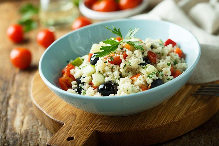 Zeytinli Tunus salatası tarifi