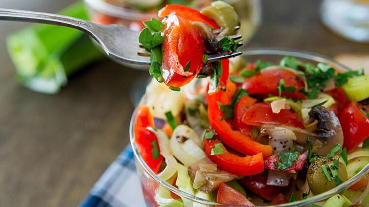Zeytinli mantar salatası tarifi