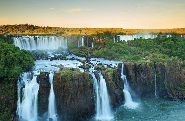 9-  Iguazu Şelaleleri, Brezilya - Arjantin