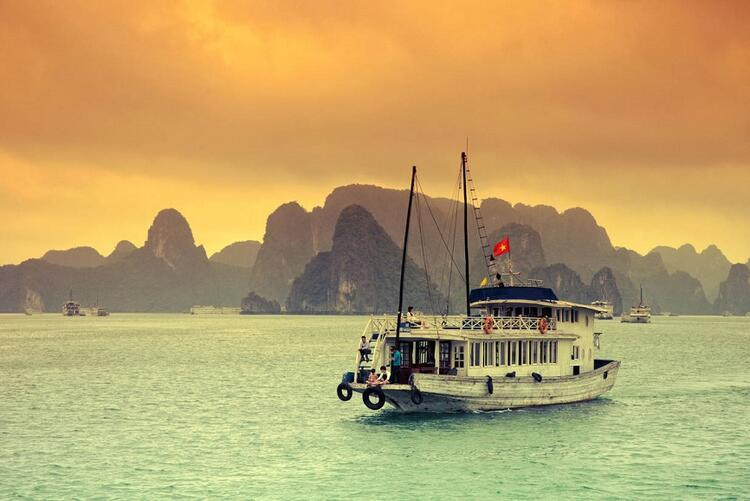 8- Ha Long Koyu, Vietnam
