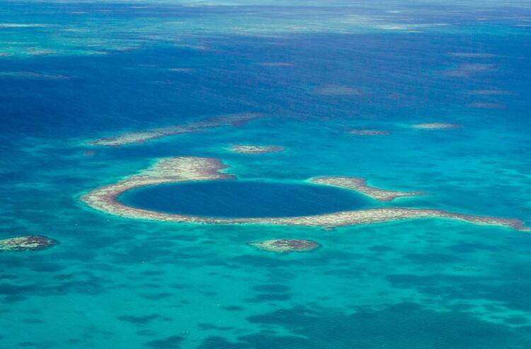 3. Büyük Mavi Çukur (Great Belize Blue Hole), Belize