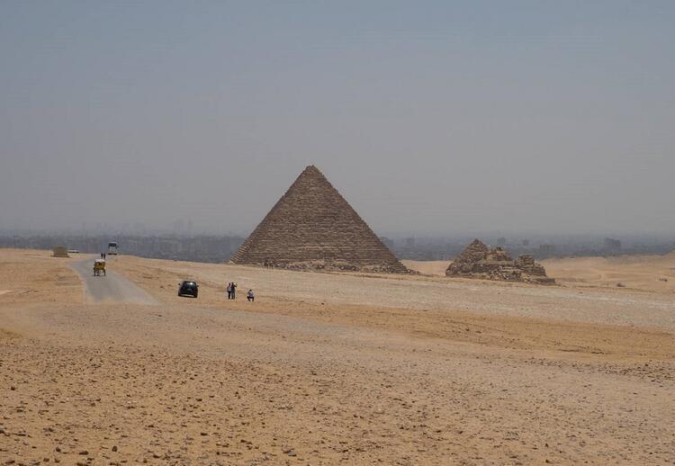 Büyük Giza Piramidinde keşfedilen uçak büyüklüğündeki boşluk
