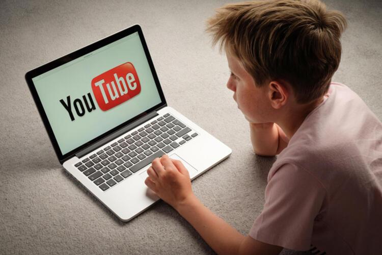 Çocuğunuzu YouTube videoları izlerken yalnız bırakmayın