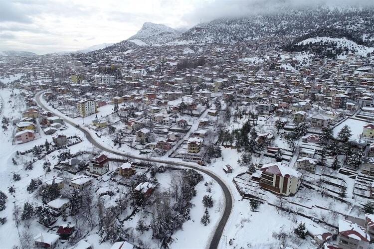 Adana'nın yüksekleri beyaza büründü