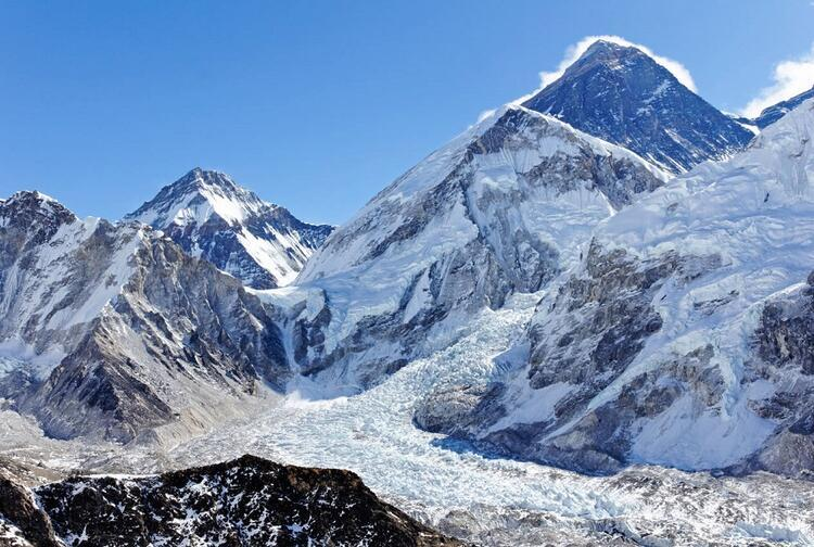 2- Everest Dağı, Tibet ve Nepal