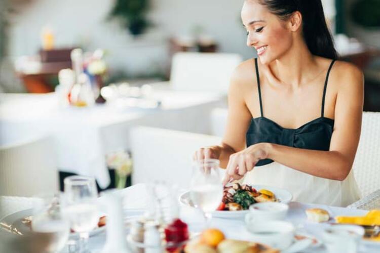 Romantik bir akşam yemeği yiyin