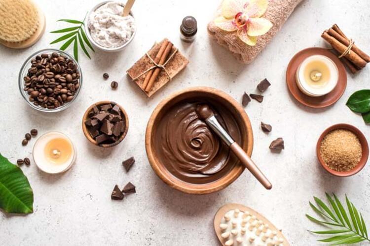 4) Çilek ve çikolatalı yüz maskesi