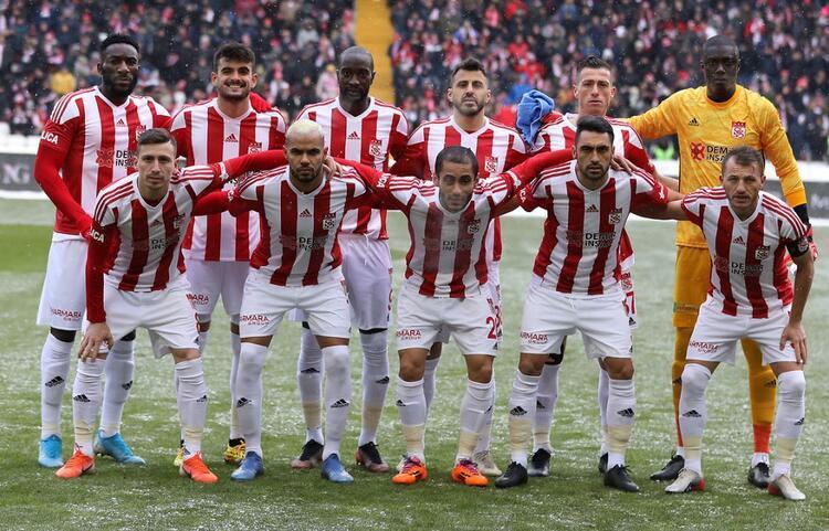 3 - Sivasspor 62 puan - Şampiyonluk oranı: % 12.8
