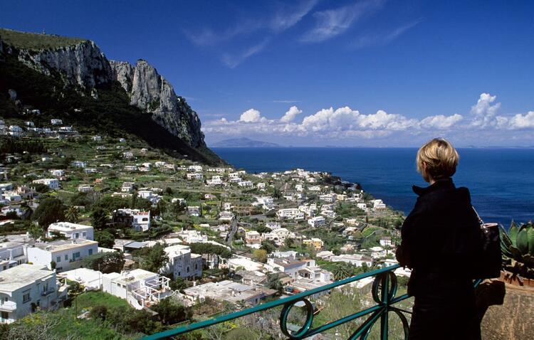 Teora dışında hemen hemen herkesin haberdar olduğu İtalyada iki belediyenin başlattığı 1 Euroya Ev projesinde belediye başkanları işlemlerin kolaylaştırıldığını da söylüyor. İşte onlarla ilgili detaylar…