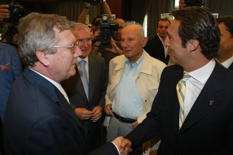 Başkan Ali Koç ile camianın ileri gelenlerinin kucaklaşması gerekir