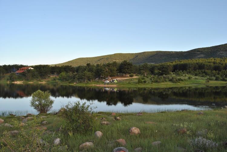 Mavi ile yeşilin  buluşma noktası: Sorgun Göleti Tabiat  Parkı ve Benli Yaylası