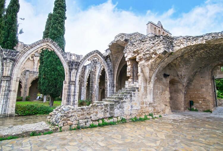 Manastır, Osmanlı döneminde kiliseye verildi