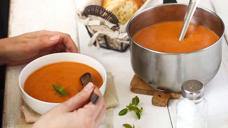 Çorba, et, sebze yemeği ve salatadan oluşan dengeli öğünler tüketin