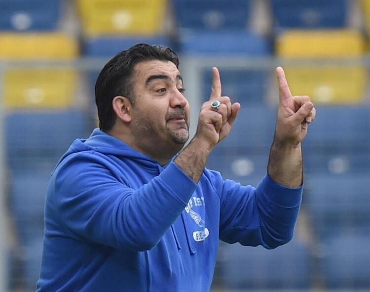 Ümit Özat, Türkiyede istikrarı yakalayamadığına ve çok fazla takım çalıştırdığına dair bir önyargı olduğunu anlatarak, şöyle konuştu: