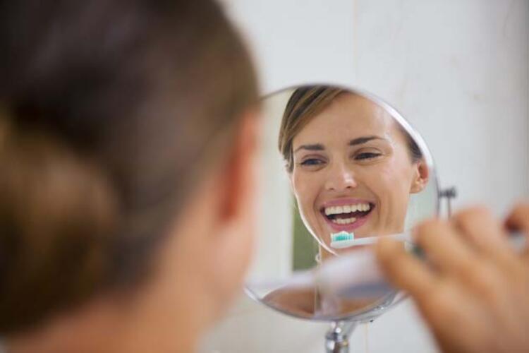 1- Dişlerinizi Sabah Kahvaltıdan Sonra Fırçalayın: