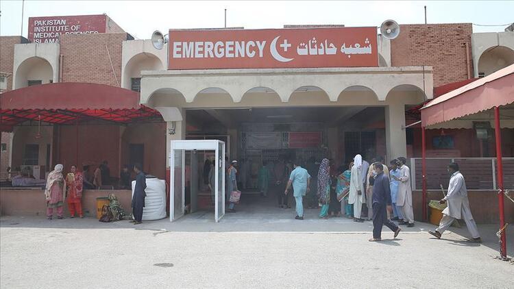 Pakistanda bir günde Kovid-19 nedeniyle 105 kişi öldü