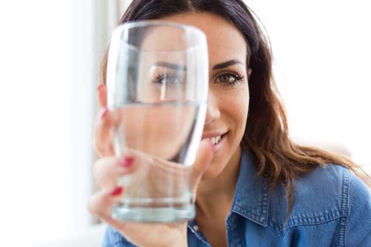 Yeterli su tüketimi kilo vermeye yardımcı oluyor