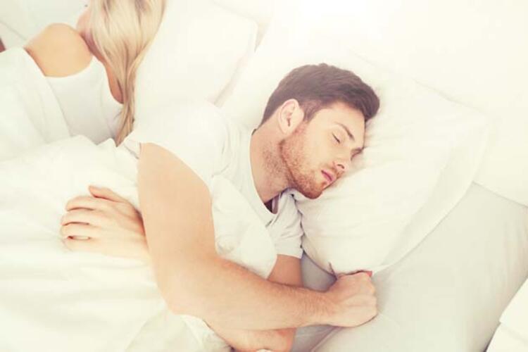10. Seviştikten sonra arkasına dönüp uyumak