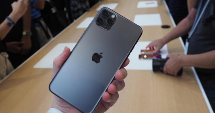 iPhoneların arkasına dokununca...