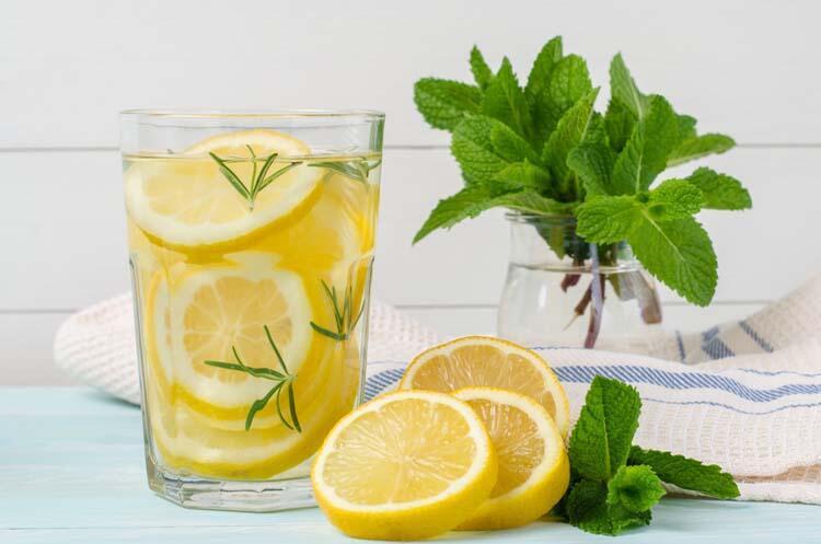 Uyanır uyanmaz limonlu su