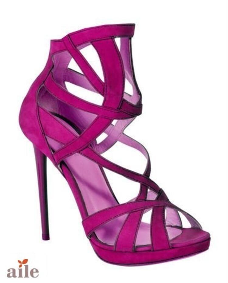 Bantlı İnce Topuklu Ayakkabı