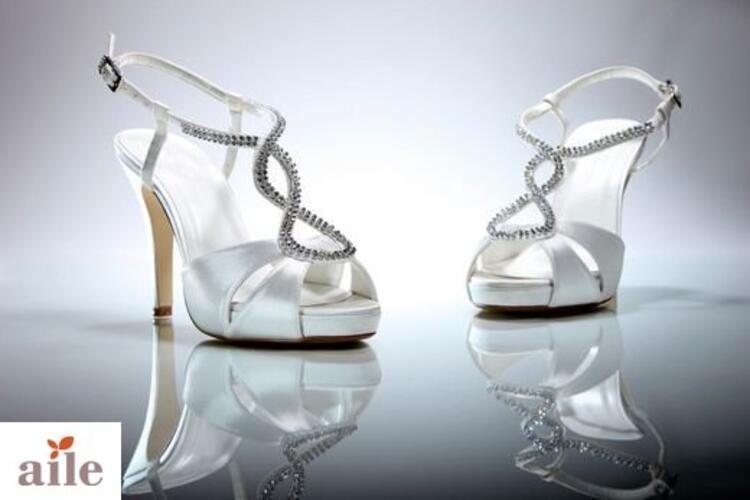 Taşlı ve Bantlı Ayakkabı