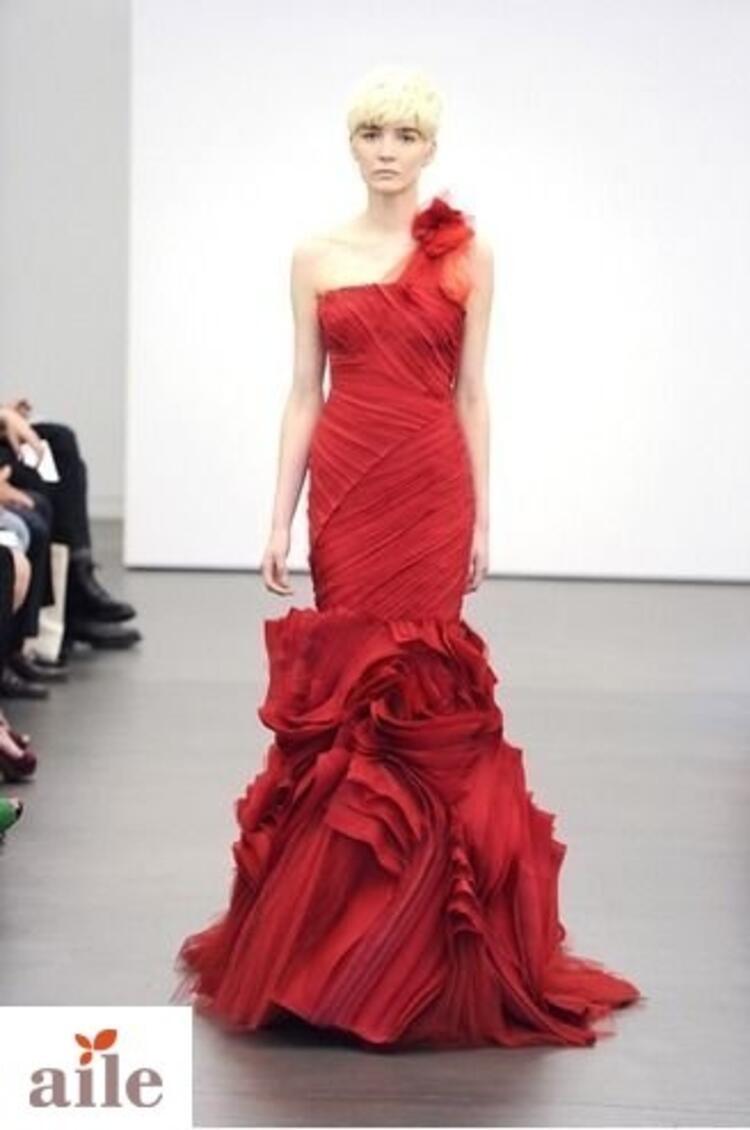 Vera Wang 2013 kırmızı ve bordo gelinlik modelleri