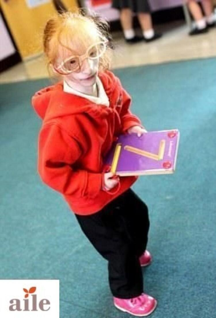 Dünyanın en küçük kız çocuğu okula başladı