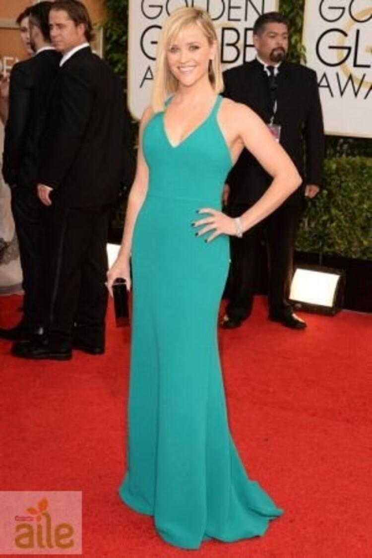 Reese Witherspoon Calvin Klein elbisesiyle