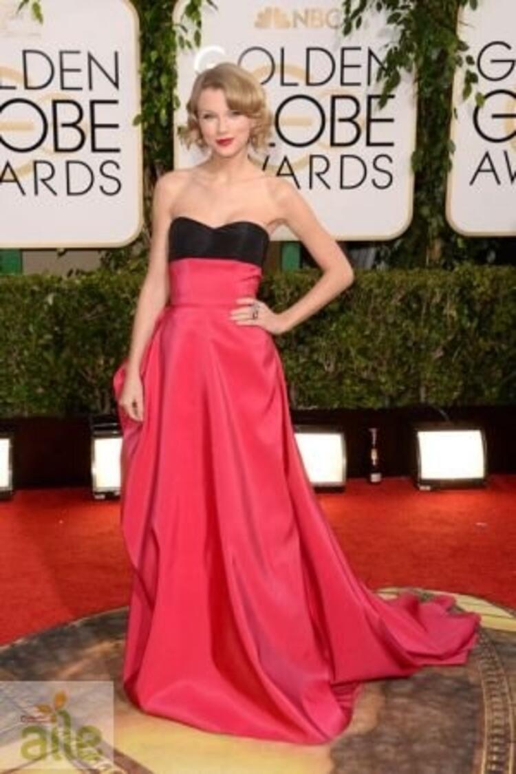 Taylor Swift Caroline Herrera elbisesiyle
