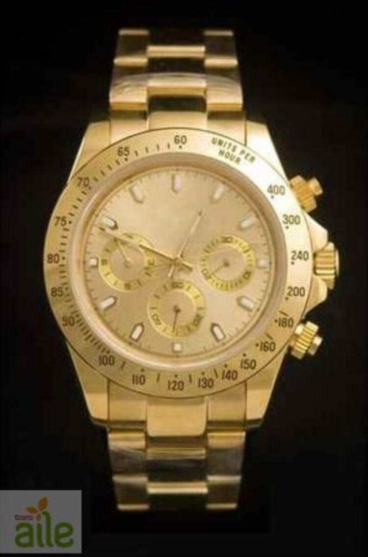 Oval kadranlı altın rengi metal kordonlu erkek kol saati